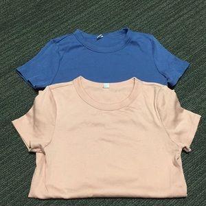 Never worn Uniqlo basic tops set of 2